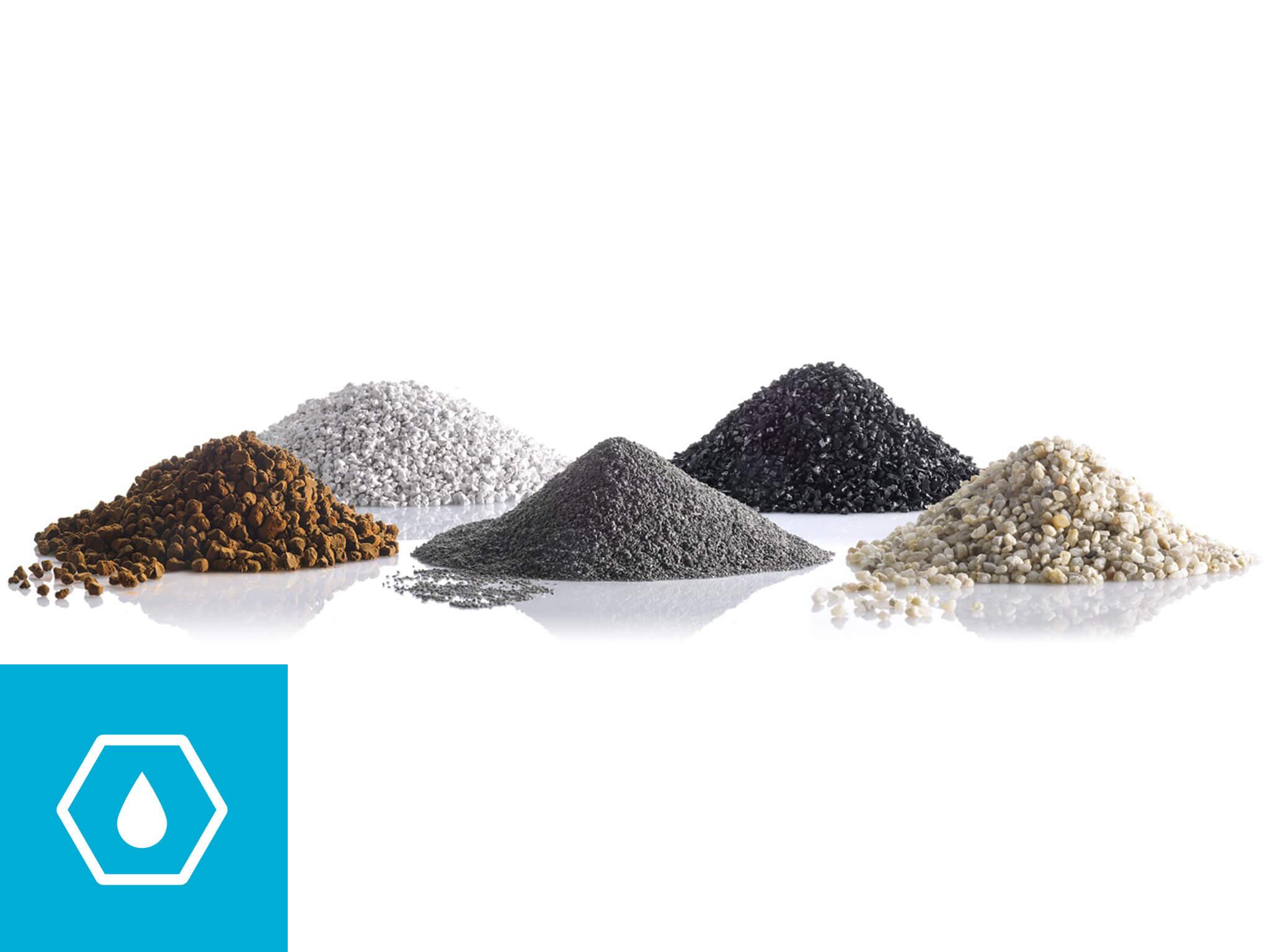 Diversi tipi di materiali filtranti, vengono utilizzati negli impianti di filtrazione delle acque per eliminare le impurezze solide in sospensione.